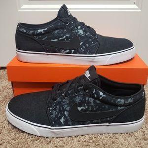 Nike Toki Low Skateboarding Shoe
